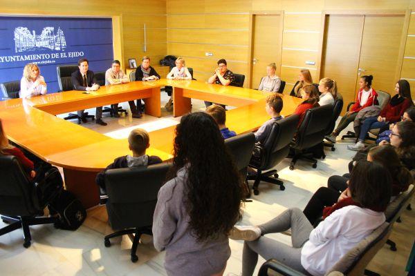 Visita de profesores y alumnos del IES Francisco Montoya al Ayuntamiento de El Ejido