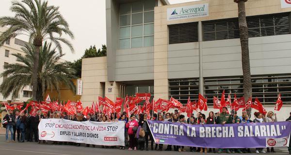 El sector del campo y del manipulado exigen el desbloqueo de los convenios en una nueva protesta a las puertas de la patronal