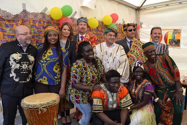 Rector de la UAL con una delegación extranjera en la Feria de las Naciones