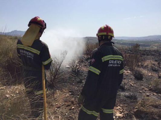 En el incendio han trabajado Bomberos del Levante