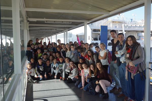 Jóvenes almerienses en las instalaciones portuarias