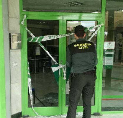 Sorprendido infraganti cuando atracaba una entidad bancaria en Níjar