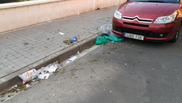 Trabajadores de la limpieza de Almería denuncian la imagen sucia de la ciudad en Semana Santa