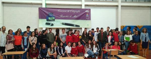 Foto de familia de los participantes en el concurso de ortografía del IES El Parador