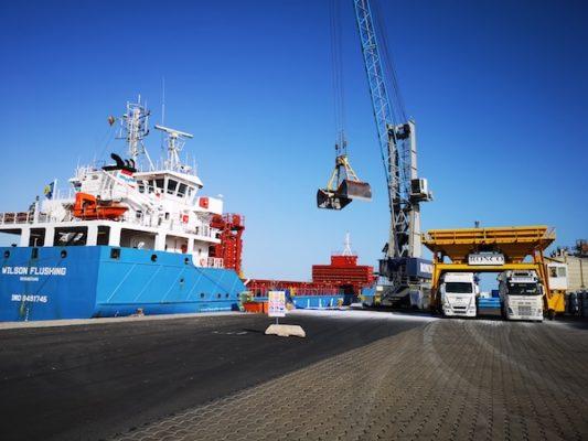 El puerto de Almería y el sector del mármol estudian el futuro del transporte de la piedra natural en contenedor