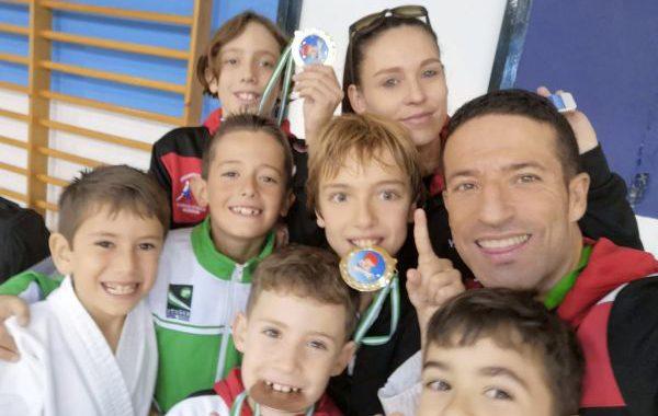 Trece medallas para el kárate almeriense en Sevilla