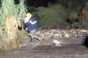 Rescatados una madre y su hijo en el cruce de dos ramblas tras una tromba de agua en Carboneras
