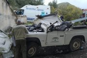 Ingresa en la UCI una agente de Medio Ambiente tras caer su vehículo desde 5 metros en Nacimiento