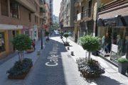 Detienen a cinco jóvenes por golpear a una mujer y amenazar con armas de fuego a los porteros de un pub de Almería