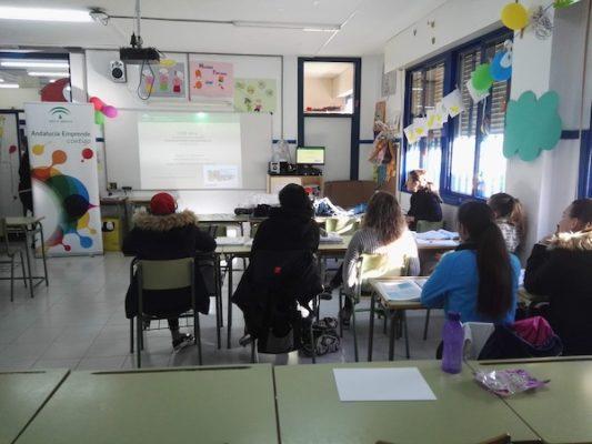 Estudiantes del IES Gaviota de Adra preparan su futuro como emprendedores