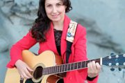 La cantante Loli Muñoz vuelve a Tabernas a presentar su disco grabado en Miami 'Ven a mí'