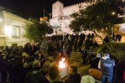 Los vecinos del casco histórico comparten con toda Almería las Hogueras de San Antón