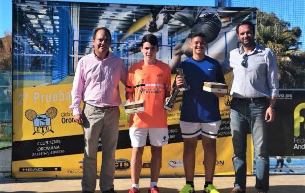 David Asensio, subcampeón del torneo de pádel de menores de Alcalá de Guadaira