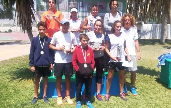 Daniel Lozano y Elia Durán, campeones provinciales de tenis en categoría infantil