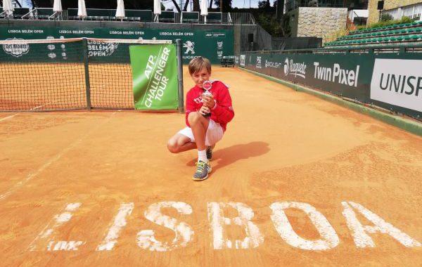 Darío Ruiz, del Club de Tenis Aguadulce, tercero en un torneo internacional sub'10 en Lisboa
