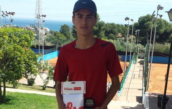 El ejidense Hugo Navas, subcampeón en el Champions Bowl sub'15 de Málaga