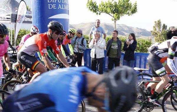 Más de medio centenar de cicloturistas conquistan 'Las 4 cimas' de 'Almería Activa'