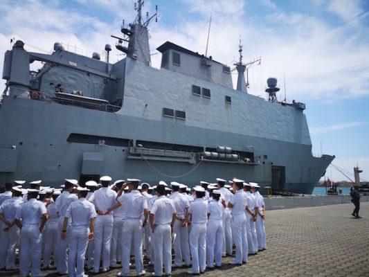 El buque de asalto anfibio 'Galicia' visita Almería
