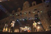 Los sonidos latinos de 'Los 300' levantan al público de la Plaza Vieja en Alamar 2019