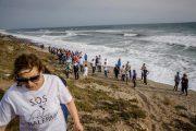 Fin del encierro de cuatro vecinos de Balerma que exigen a Costas una solución definitiva a la playa de la localidad