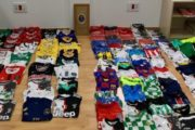 El dispositivo de lucha contra la venta ambulante ilegal ha intervenido hasta 700 productos de imitación en Roquetas