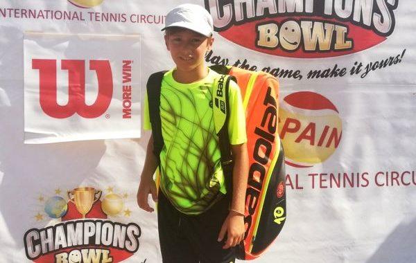 El tenista Darío Ruiz gana en Valencia