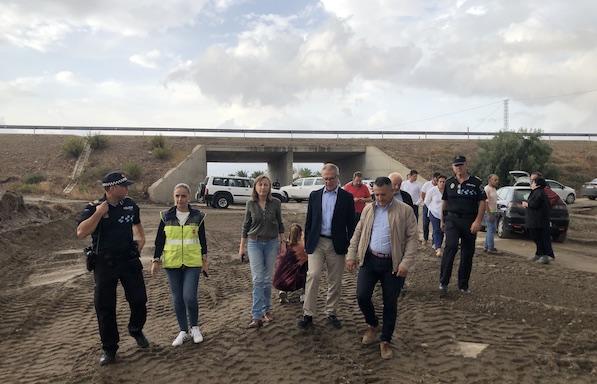 Autoridades comprueban los daños causados el pasado viernes en Huércal-Overa