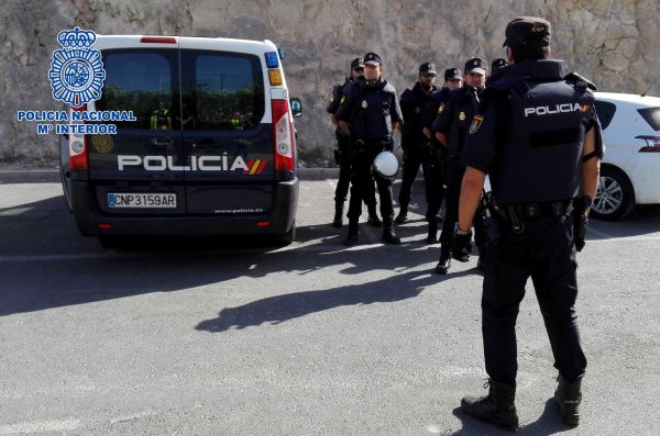 Heridos graves un padre y su hijo en un tiroteo entre clanes en La Cañada de San Urbano