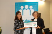Empleados de Cajamar entregan una ayuda a la asociación Síndrome Nicolaides Baraitser