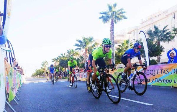 Raúl Paniagua gana el Critérium Ciudad de Roquetas de Mar
