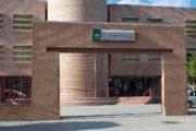 Concentración a las puertas del IES Fuente Nueva de El Ejido por la falta de dos profesores desde el inicio de curso