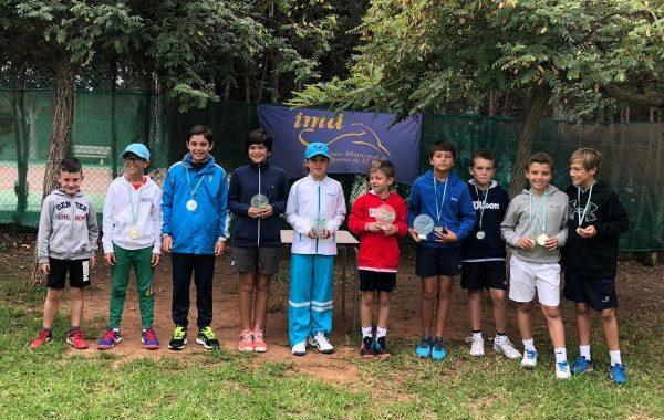 Javier Torres y Paula Navarro, campeones provinciales de tenis en categoría benjamín