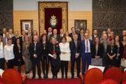 El Colegio de Médicos de Almería entrega la Medalla de Plata a un centenar de facultativos con 25 años de ejercicio