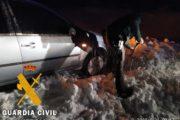 La borrasca Gloria deja a conductores atrapados y a niños sin ir a clase por la nieve en el interior de Almería