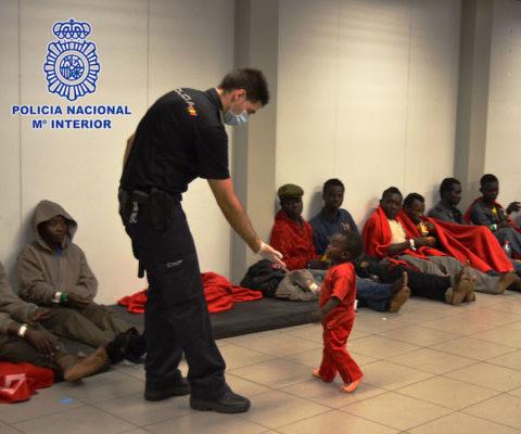 policía nacional inmigrantes