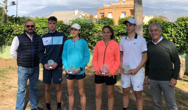 José Antonio Garrido y María Dolores López, campeones provinciales de tenis en júnior