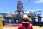 Una plataforma petrolífera atraca en el puerto de Almería