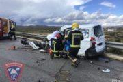 Fallece una persona en la colisión de un camión y un turismo en la A-334
