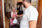 Héroes sociales hacen más fácil la vida de 350 dependientes de Almería en los meses de confinamiento