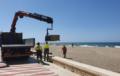 Almería inicia la instalación de las pasarelas en las playas de la ciudad
