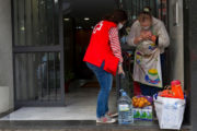 Empleados de Cajamar promueven una acción solidaria destinada a familias vulnerables