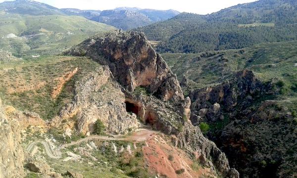 Cueva de la Paloma desde la fortaleza