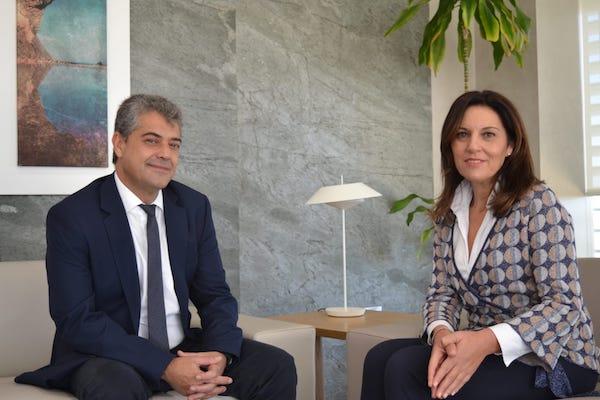 La presidenta del Consejo Social y el rector de la UAL
