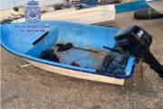 Ingresan en prisión los patrones de una patera tras desembarcar en la playa del hotel Indalo con 10 migrantes a bordo