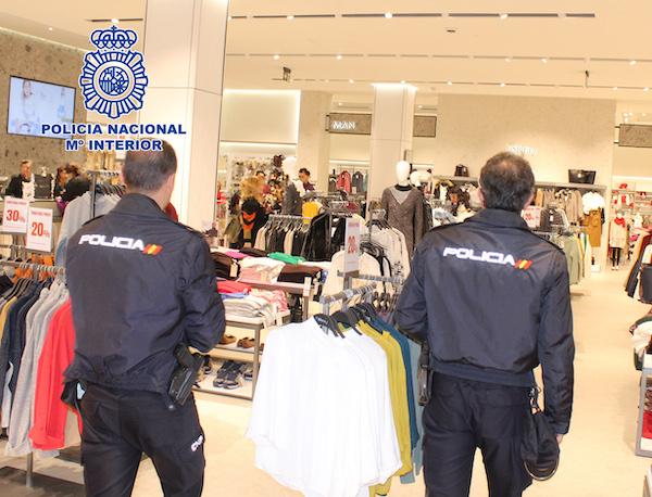 policias en comercios