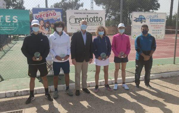 Emilio Viciana y María Dolores López, campeones provinciales de tenis en categoría júnior