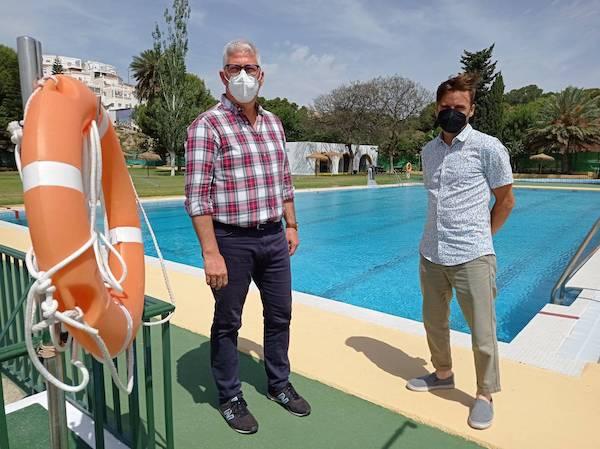 Ismael Torres y Jesús Pomedio en la Piscina Municipal