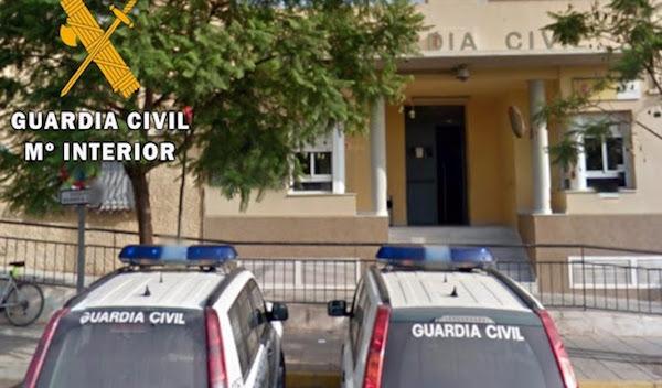 Un incendio en un bloque de viviendas de Vícar obliga al desalojo de 50 personas