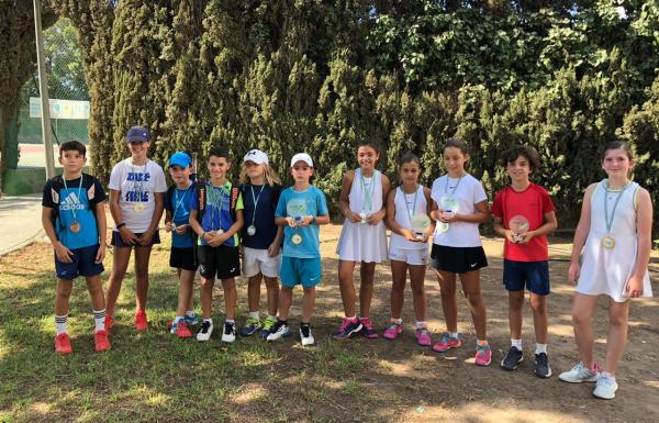 Leonardo Vidaña y Martina Simón, campeones provinciales de tenis en categoría benjamín