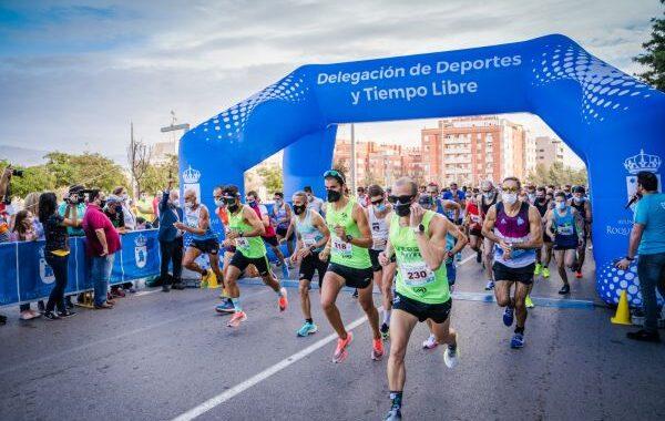 Alberto González y Paula Ramírez ganan la Media Maratón de Roquetas de Mar